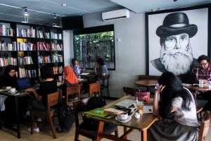 Ngopi Sambil Baca di Blanco Coffee & Books