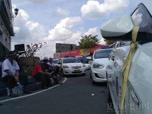 Ini Maksud Janur pada Spion Taksi Saat Demo di Malioboro