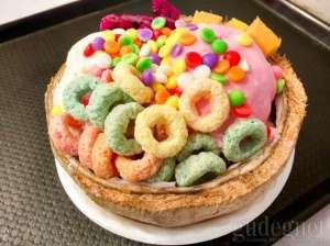 Sensasi Makan Es krim dalam Batok Kelapa