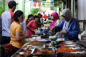 Menyusuri Pasar Sore Ramadan Kauman