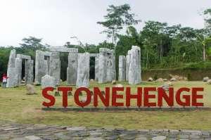 Berfoto di Stonehenge Ala Cangkringan