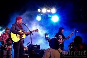 Sawung Jabo Goyang & Hangatkan Merapi Night Festival