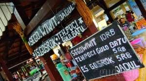 Mencicipi Sego Wiwit di Pasar Seni FKY