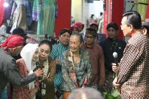 Padagang Pasar Berdialog dengan Sri Sultan HB X di Kenduri Rakyat
