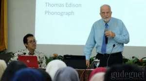 James T. Collins Berikan Kuliah Umum di UNY