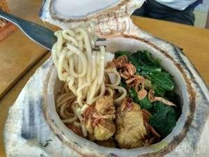Perpaduan Rasa Gurih Manis di Mi Ayam Batok Kelapa