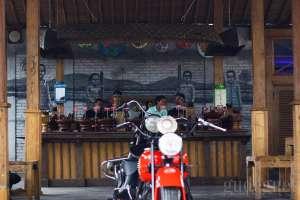 Warung Mbah Cokro, Suasana Pedesaan di Tengah Kota