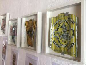 Tirana Art House and Kitchen Pamerkan Lukisan Genteng Kaca