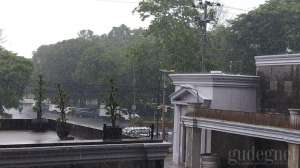 Hujan Sedang-Lebat Disertai Angin dan Petir di DIY