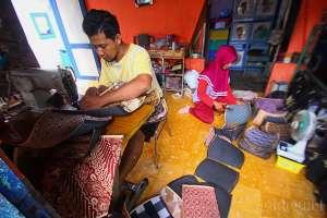 Pengrajin Dompet Keparakan Banjir Order untuk Suvenir Kampanye