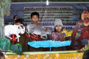 Tanamkan Peduli Lingkungan pada Siswa, SD Tahunan Gelar Wayang Kancil