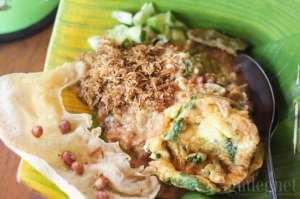 Makan Pecel dengan Suasana Pedesaan di Pecel Yu Gembrot Jogja