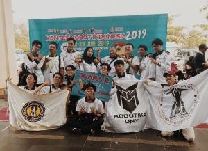 Tim UNY Sabet 3 Piala dalam Kontes Robot Indonesia