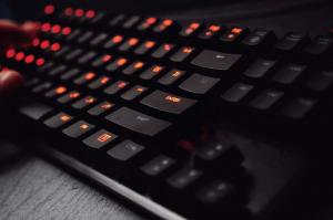 Tips Membersihkan Keyboard Komputer