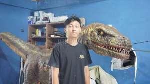Kisah Iqbal Sukses di Usia Muda Jadi 'Pawang' Dinosaurus