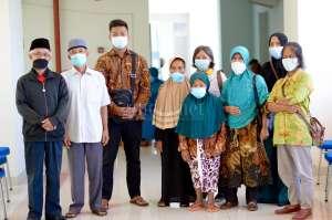 Gotong Royong Dusun Jabung Antar Lansia Ikuti Vaksinasi Covid-19