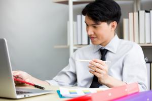 Cara Agar Tetap Semangat Kerja Kala Puasa