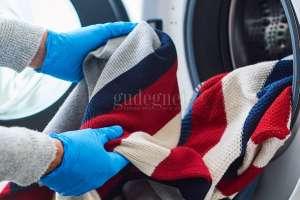 Mencuci Baju Pasien Isoman dengan Aman